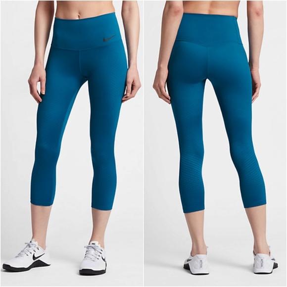 2e4fce111d01 Nike Zonal Strength Training Crop Capri Tights NWT